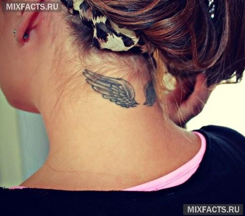 Иероглифы на шее у девушек фото
