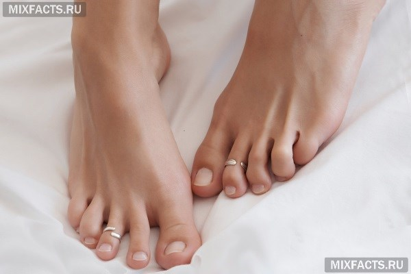 Почему чешутся ноги и появляются красные пятна?