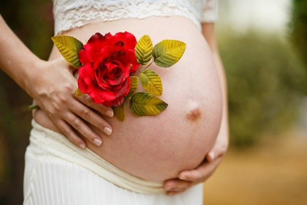 Тошнит и болит голова при беременности - причины и меры помощи