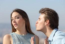 Как избавиться от назойливого поклонника - лучшие способы отшить парня мягко