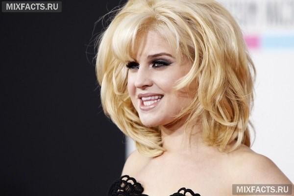 Блондинка с пухлыми щечками кудрявая — photo 6